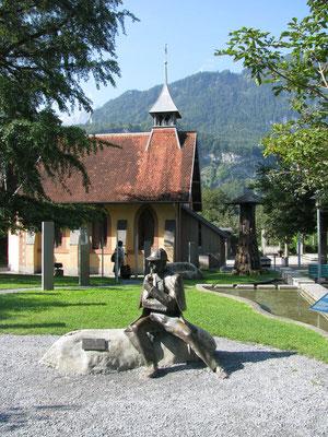 Wanderreise mit Gepäcktransport im Berner Oberland: Sherlock Holmes Statue Meiringen