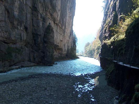 Weitwandern ohne Gepäck auf der Via Alpina Bärentrek-Hintere Gasse Berner Oberland: Aareschlucht