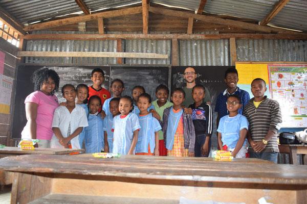 Besuch einer Grundschule in Andapa: Viele Kinder wissen bereits jetzt, dass sie eines Tages Vanille anbauen möchten