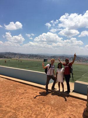 Der Fussballplatz des Akamasoa-Projekts über den Dächern der Hauptstadt war eine Spende von Fürst Albert von Monaco