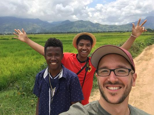 Spaziergang durch Andapa und gemeinsamer Besuch eines Naturreservats