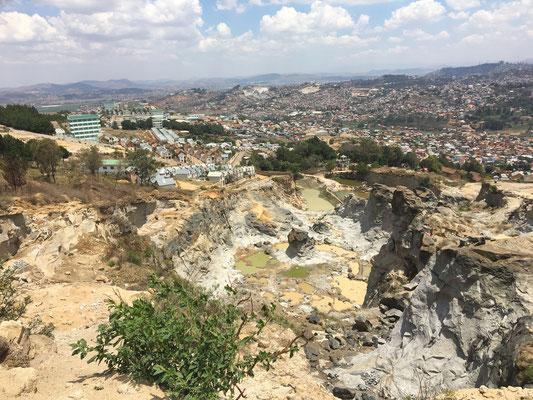 Der Steinbruch von Akamsoa, aus dem die Steine für die Häuser gewonnen werden.