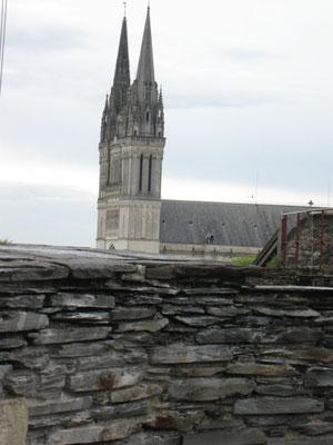 die Kathedrale noch in der Ferne