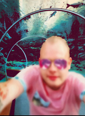 """absence 76 (Selfie)""  Latexprint/Öl auf Leinwand  100 cm x 75 cm  2020"