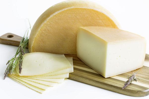 Der fertig gereifte Käse aus der GenussRegion Großarltaler Bergbauernkäse