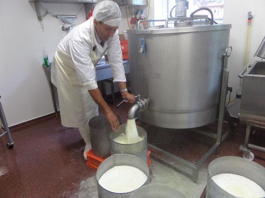 Käseproduktion für die Loosbühelalm in Großarl