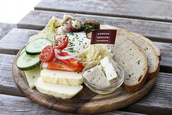 Jause mit Produkten aus der GenussRegion Großarltaler Bergbauernkäse