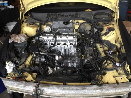 volvo 850 T-5R cream yellow
