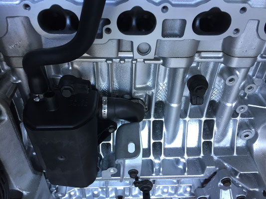 Motor na revisie weer opbouwen