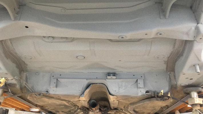 Achteras er onderuit: Tank reparatie en bodem behandeling