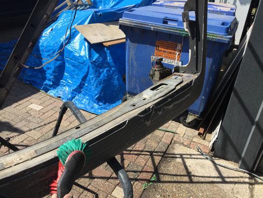 Bumper voorbereiden op structuur spuiten