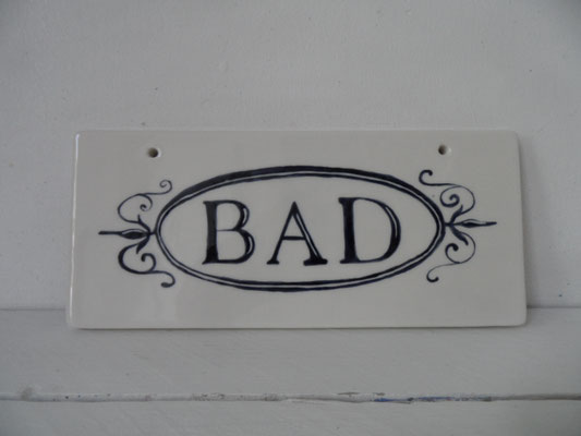 Individuell bemaltes Schild aus Keramik