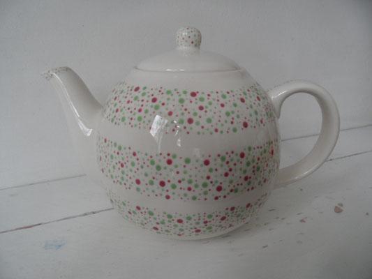 Individuell bemalte Kanne aus Keramik