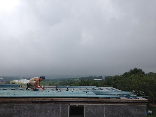 屋上デッキの施工中の様子