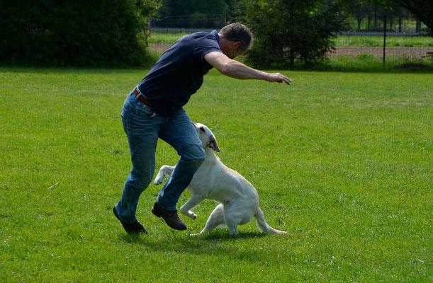Liese spielt mit einem - ihr frendem - Mann :-)