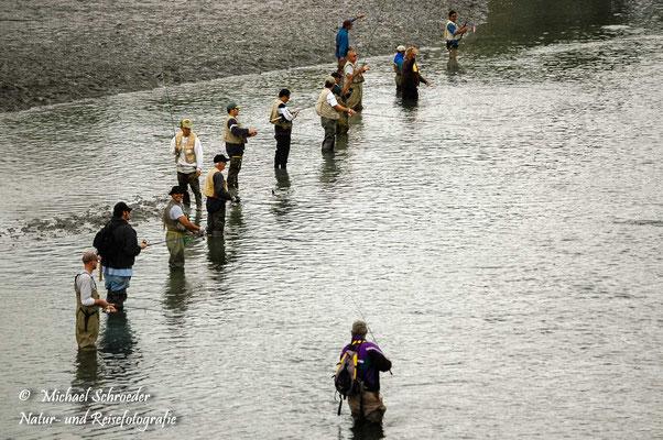 Mittagsbeschäftigung in Farebanks: Lachsangeln