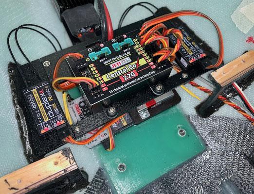 """Rumpf, Halterung JETI CentralBox 220 (Darunter Vario und RC-Swicht) """"Montiert"""""""
