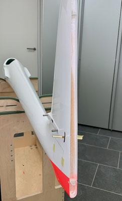 """Rumpf, Seitenruder-Abschlussleiste  mit Gfk-Lagerzungen """"Montiert"""""""