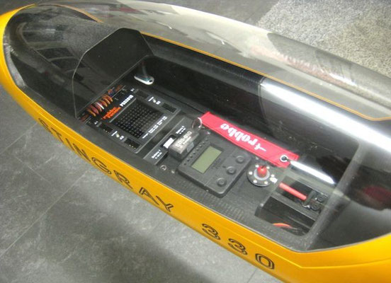 RC-Einbauten im Kabinenbereich bei montierter Haube