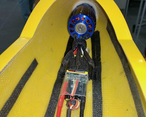 """Rumpf, BEC-Regler mit Antrieb-/Extern-Stromkabel sowie 5,5mm Antiblitz-Stecker """"Verlötet/Montiert"""""""