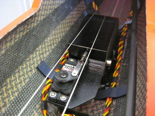 Fertiges Bremsservo (darüber Seilzüge Seite)
