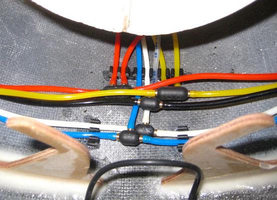 """Pneumatik-Leitungen """"Verlegt"""""""