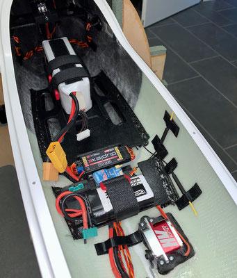 """Rumpf, RC-und Akkuhalter mit Komponenten """"Montiert"""""""