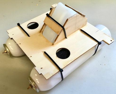 """Halter für Hopper-/Pneumatiktanks """"Montiert"""""""