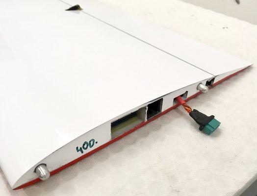 """Tragfläche, RC-MPX-Steckerverbindung """"Montiert"""""""