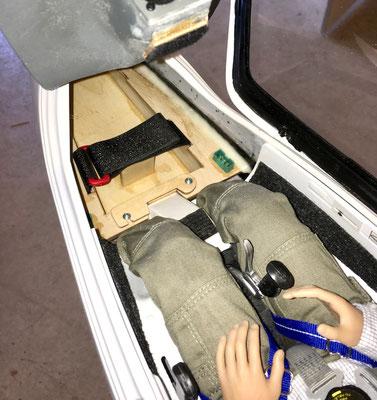 Detail RX-Akkuhalterung mit montierten Akkus und Pilot
