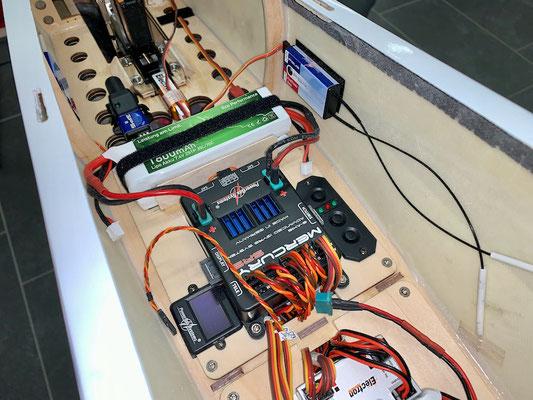 """Rumpf, RC-/Akku-Einbaubretter mit Komponenten bestückt und """"Montiert"""""""