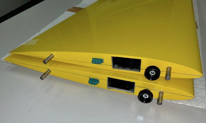 """Tragflächen, RC-Steckerverbindung und Flächenarretierung """"Montiert"""""""