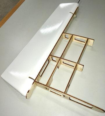 Seitenleitwerksspanten-/Seitenruder für Montage vorbereitet!