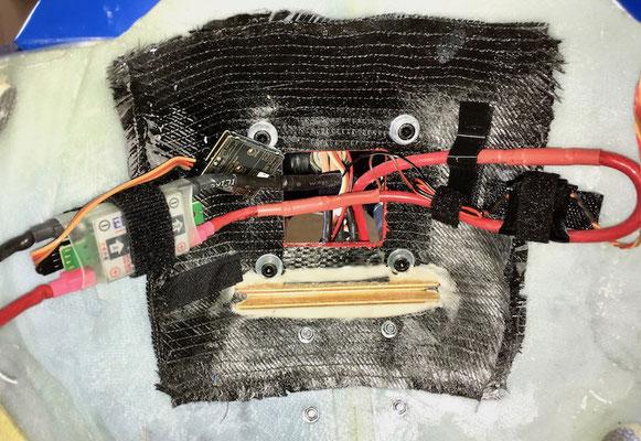 """Emcotec SafetyPowerSwitch (120/240A/60V) und JetiMUI-Stromsensor """"Montiert"""""""