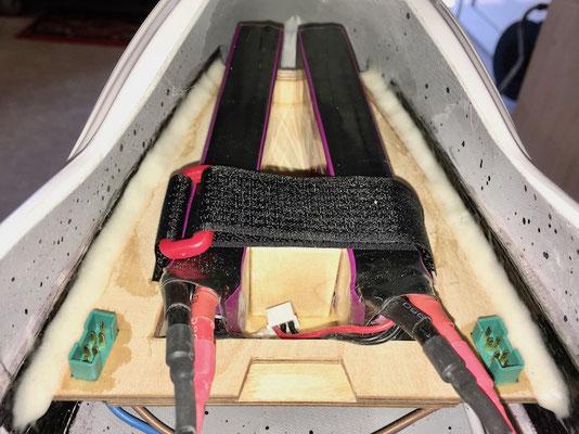 Detail RX-Akkuhalterung mit montierten Akkus
