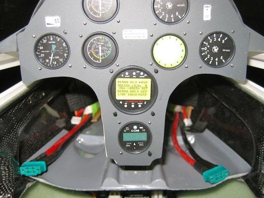 RX-Akkuhalter mit Akku-/Kabinenhaube fast geschlossen!