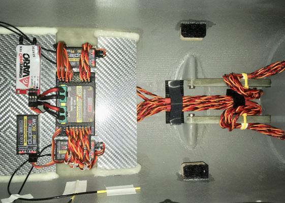 Rumpf, Detail RC-Einbaubrett mit Kabelführungen!