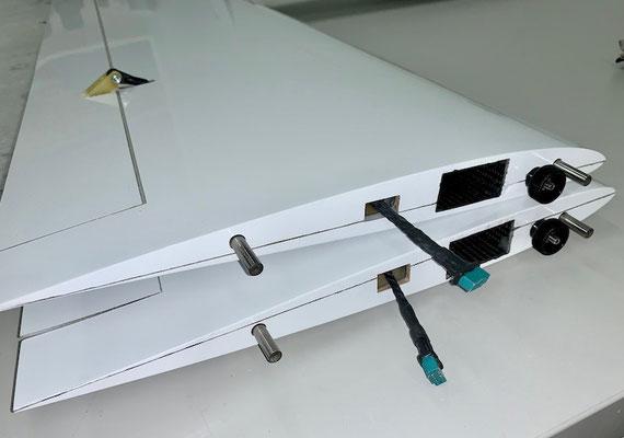 Tragflächen, Wurzel mit MPX-RC-Steckerverbindung und Arretierung