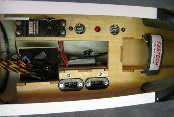 """RC-Montagebrett mit """"DPSI Micro DualBat und MPX Akkustecker"""""""