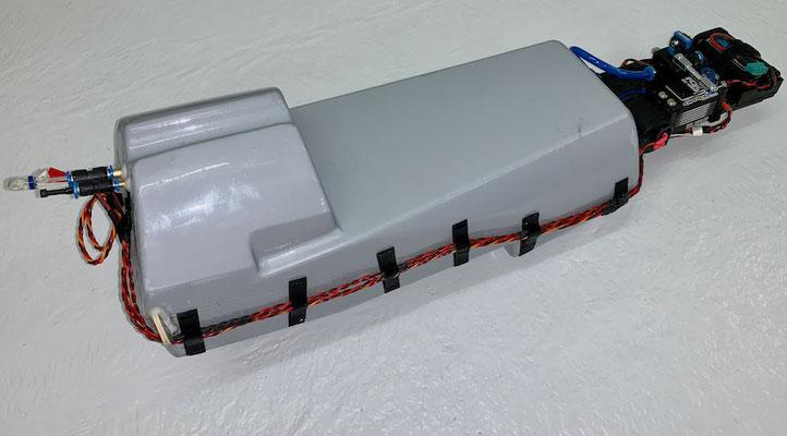 """Wasser-Trimmtank, Finale Version des kompletten Tanks mit Elektronik-und Absperrventilteil  """"Montiert"""""""