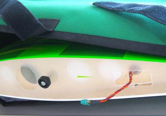 "RC-Verbindung (MPX) Rumpf/Tragfläche sowie Tragflächenarretierung ""Montiert"""