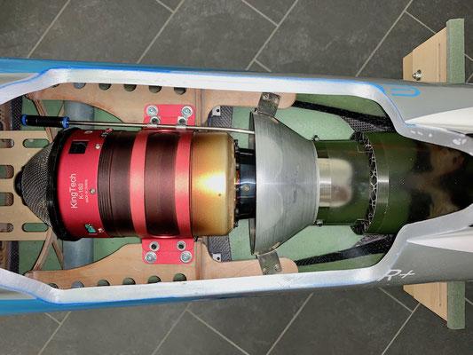 """Rumpf, Turbine mit Rauchgasleitung """"Montiert"""""""