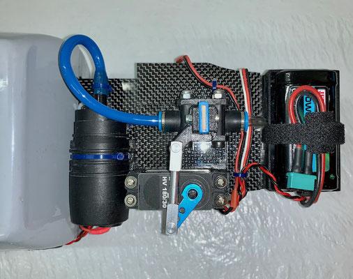 """Wasser-Trimmtank, Finale Version mit Detailansicht Elektronik-und Absperrventilteil  """"Montiert"""""""