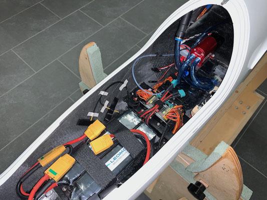 """Rumpf, Antriebsakkus und RC-Komponenten """"Montiert"""""""
