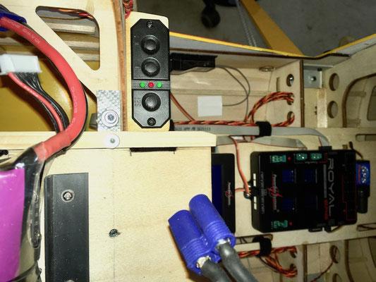 """PowerBox Royal Weiche mit Display, Schalter und GPS-Modul """"Montiert"""""""