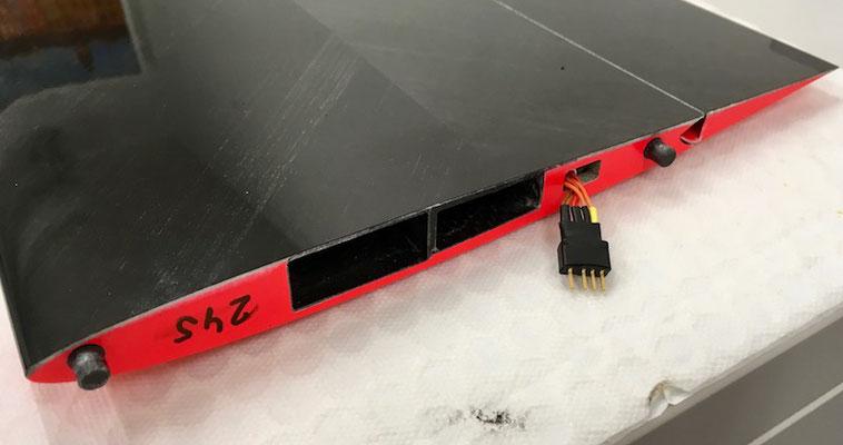 Tragflächenwurzel mit RC-Steckerverbindung