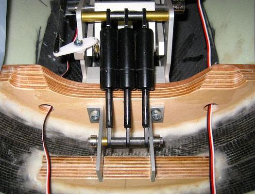 Einziehfahrwerk Detail Gasdruckfedern-/Bremsservo