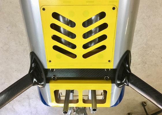 """Detail Abgasanlage """"Abdeckung mit Entlüftung montiert"""""""