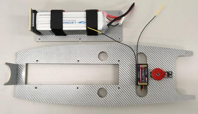 """Rumpf, RC-Montagebrett mit demontierbarem Akkubrett (Zugang zu Regler-/BEC) für Einbau bereit """"Erstellt"""""""