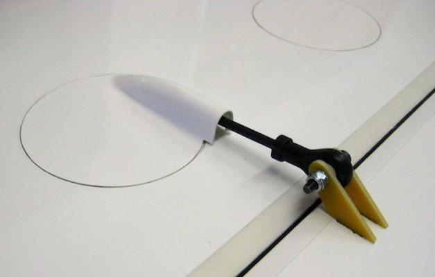 Servo-/Anlenkung Flaps mit Doppelruderhorn und Teflon-Kugelkopf modifiziert!